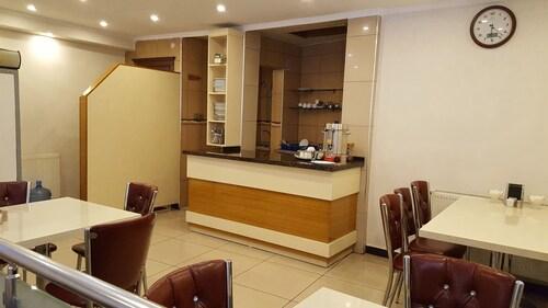 Hotel Ozgur, Merkez