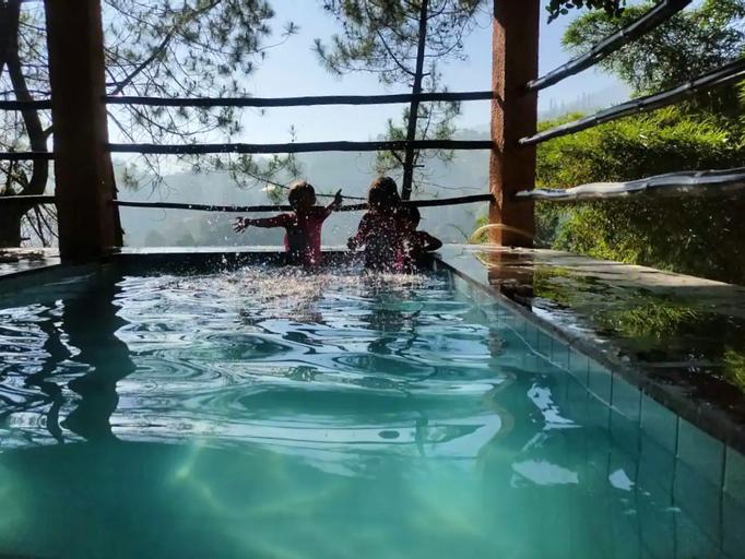 Melati Boutique Villa 6BR Near Taman Safari, Bogor