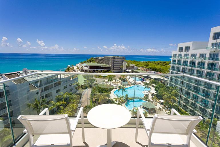 Sonesta Maho Beach Resort, Casino & Spa,