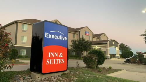 Executive Inn & Suites, Falls