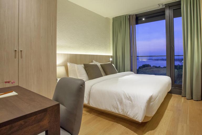 Balcony Seaside Sriracha Hotel & Serviced Apartments, Si Racha
