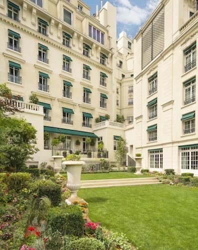 Shangri-La Hotel Paris, Paris