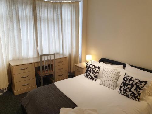 South Shield's Hidden Gem Emerald Apartment sleeps 6 Guests, South Tyneside