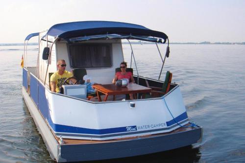 Houseboat auf der Peene Demmin - DMS02102-NYA, Mecklenburgische Seenplatte
