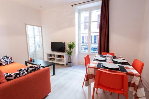Appartement cœur de ville, wifi, lave + seche linge, Pyrénées-Atlantiques