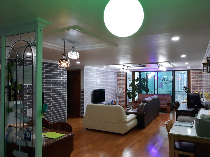 Better Guest House, Gimpo