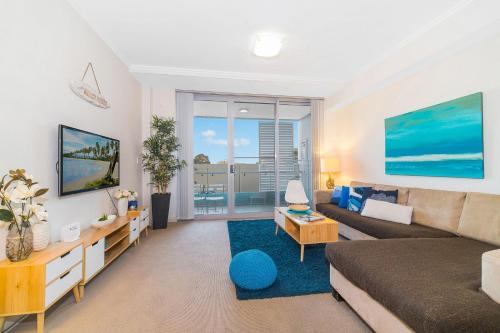Near Airport & Train Station Stylish Two-Story Apartment, Rockdale