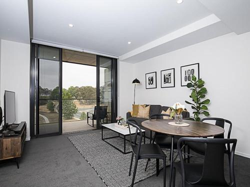 CANBERRA CHIC-hosted by:L'Abode Accommodation, Marrickville