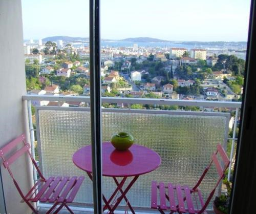 Apartment with one bedroom in Toulon with wonderful sea view furnished balcony and WiFi 3 km from th, Var