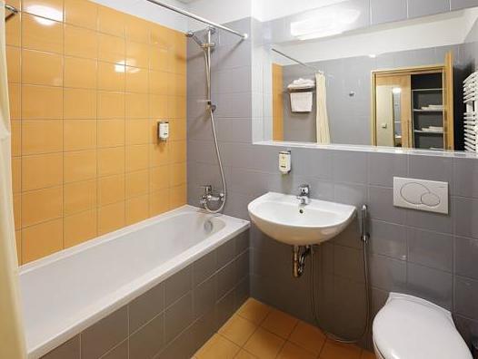 Hotel Chvalska Tvrz, Praha 20