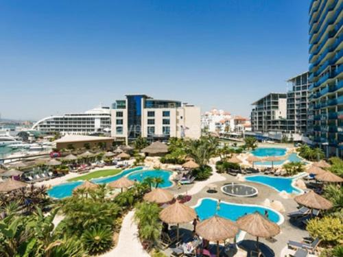 Luxe studio seconds from the Marina and city centre, Gibraltar