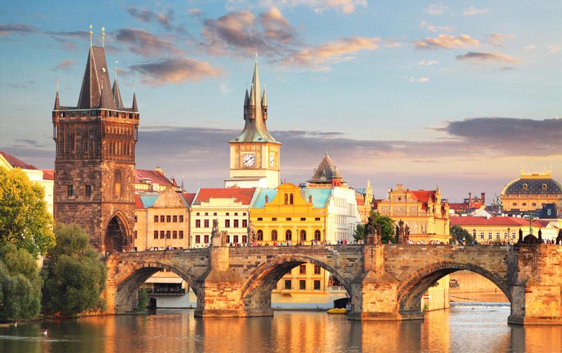 Etherfamilia, Praha 3