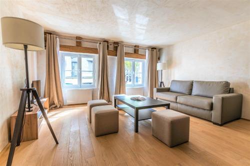 Luxurious & Design Flat 2BR/8P- Boulevard Saint Germain, Paris