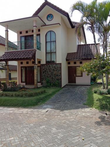 villa kusuma agro 2 BR, Malang