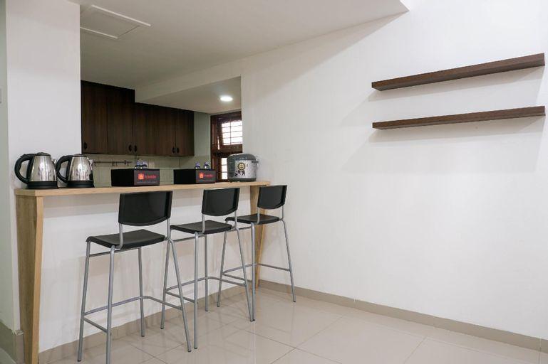 Relaxing Studio 2nd Floor at Meruya 8 By Travelio, West Jakarta