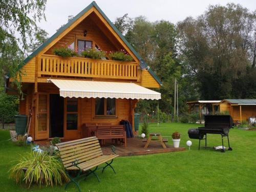 Idyllische Holzhutte mit Wasserzugang und Sauna, Havelland