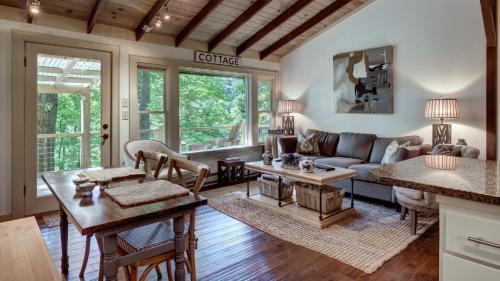 Mountain Laurel Tree House, Macon