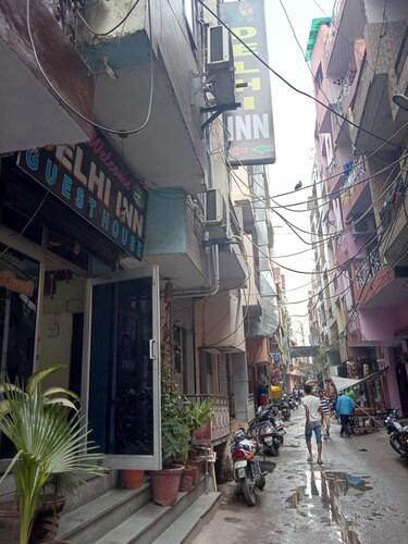 Delhi Inn, West