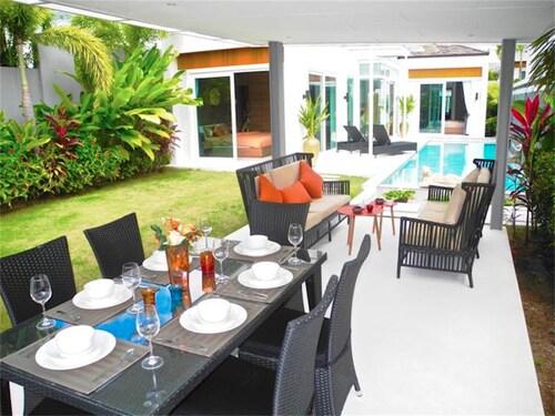 Skylight 2 bedrooms New Villa in Kamala, Pulau Phuket