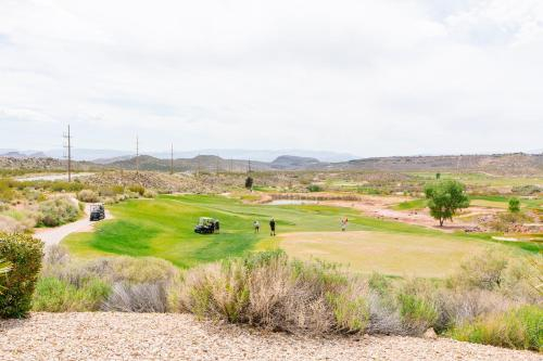 1919 Coral Ridge Across From Clubhouse and Pools! Golf Course Views!, Washington