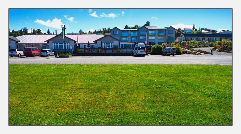 Hotel Lake Brunner, Grey