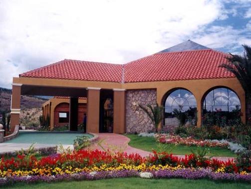 Los Parrales Hotel Resort, Cercado
