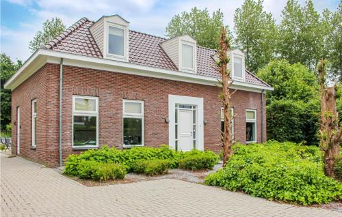 Four-Bedroom Holiday Home in Zeewolde, Zeewolde