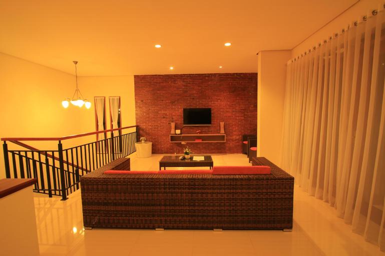 Villa Dago Syariah, 3 BR, Nice View from Terace, Bandung