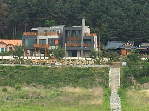 Grace River House-Block B, Hoengseong