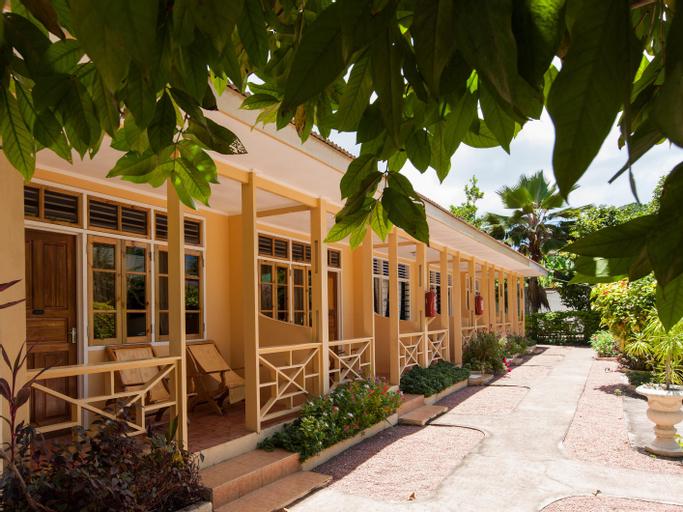 Chez Marston Hotel and Apartment,