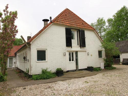 Luxurious Farmhouse in Rutten with Large Terrace, Noordoostpolder