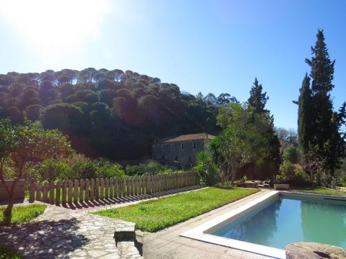 House with 4 bedrooms in Porto de Mos with wonderful lake view shared pool furnished garden 30 km fr, Porto de Mós