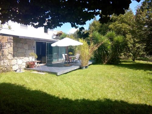 House with 4 bedrooms in Povoa de Lanhoso with wonderful mountain view shared pool and enclosed gard, Póvoa de Lanhoso
