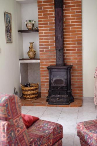 House with one bedroom in Porto de Mos with wonderful lake view shared pool furnished garden 30 km f, Porto de Mós