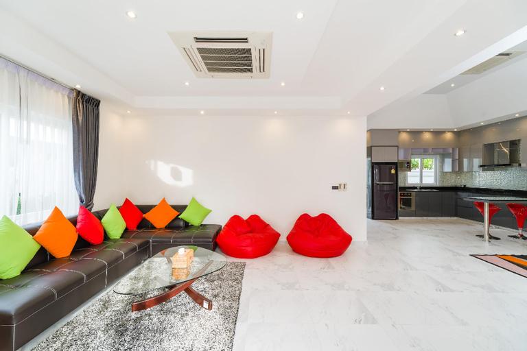 Luxury Pool Villa 54 / 4 BR 8-10 Persons, Bang Lamung