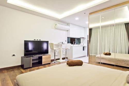 HILL & SEA VIEW Studio in Peak Tower, Pattaya