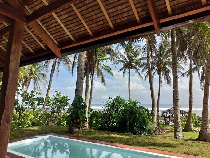 Rip Tide Beachfront Villa w/ Private Pool, General Luna