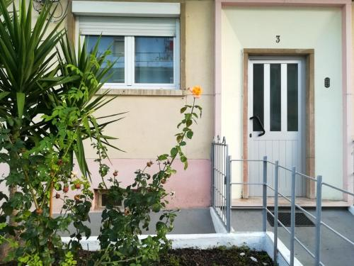 Apartment with 2 bedrooms in Almada with enclosed garden and WiFi 8 km from the beach, Almada