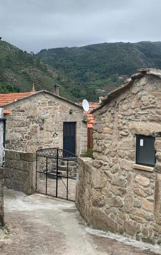Casas de Riba de Paco do Monte, Monção
