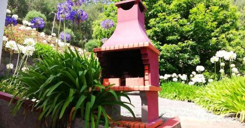 House with 2 bedrooms in Camacha with wonderful mountain view furnished garden and WiFi 12 km from t, Santa Cruz