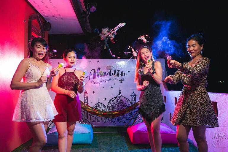 Aladdin beach house 4 bedroom pool-villa& karaoke, Muang Phetchaburi