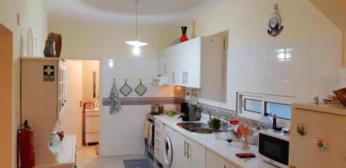 House with 3 bedrooms in Lombas with wonderful sea view and WiFi 400 m from the beach, Porto Santo
