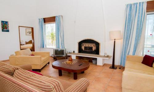 Almancil Villa Sleeps 4 Pool Air Con WiFi, Loulé