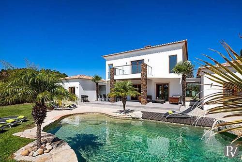 Lagos Villa Sleeps 8 Pool Air Con WiFi, Monchique