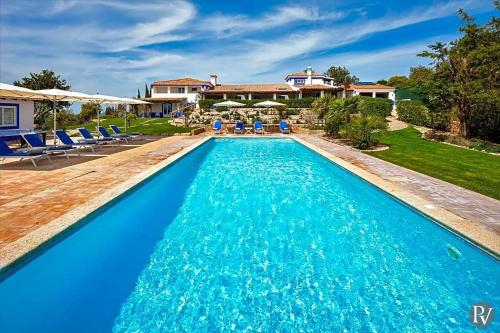 Boliqueime Villa Sleeps 16 Pool Air Con WiFi, Albufeira