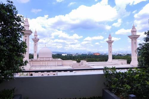 Spacious Designer Suite opposite Majestic Royal Mosque Selangor, Kuala Lumpur