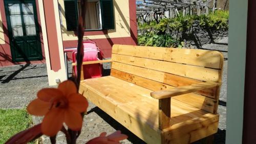 Studio in Ponta do Pargo with wonderful sea view furnished garden and WiFi 20 km from the beach, Calheta