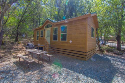 Lake of the Springs Camping Resort Cottage 5, Yuba