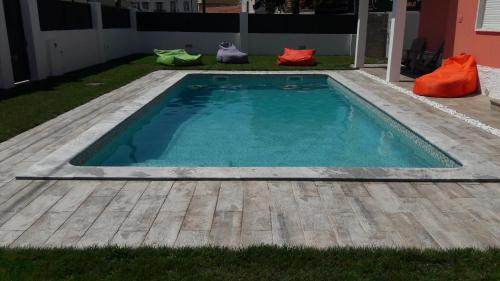 Family Villa Pool & Beach, Almada