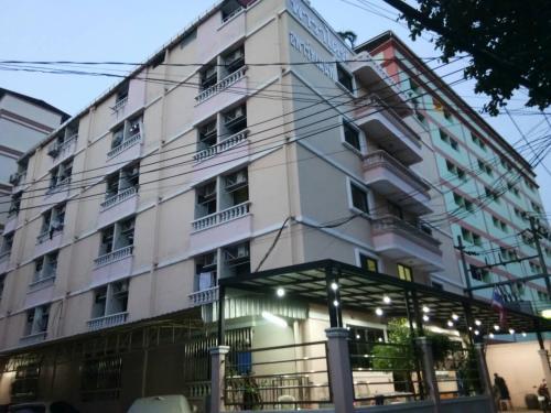 Paradise Apartment, Huai Kwang